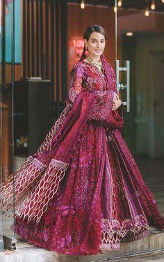 Pakistani Formal Dresses, Pakistani Girl, Pakistani Bridal Dresses, Pakistani Outfits, Indian Outfits, Pakistani Clothing, Pakistani Dramas, Bridal Lehenga, Pakistani Actress