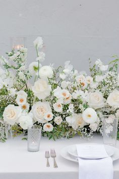 Floral Wedding Centerpieces Planning and Tips - Love It All Wedding Table Flowers, Wedding Flower Decorations, White Wedding Flowers, Wedding Table Settings, Floral Wedding, Elegant Flowers, Green Wedding, Floral Flowers, White Flowers