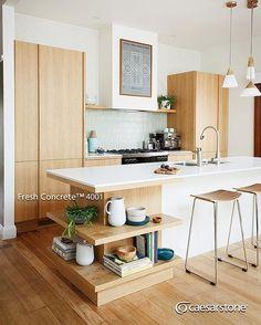 Acogedora isla de cocina con la superficie de cuarzo Fresh Concrete™ cuyo color entono claro hace un armonioso  balance con la madera.  #caesarstone #caesarstonemx #cocinas #cocinasmodernas #baños #tendencias #tendencias2016 #ideas #ideasparalacasa #islasdecocina #cuarzo #cubiertasdecuarzo #encimeras #marmol #granito #ambientes #quartz #archdaily #arquitectura #arquitecturamx #remodelacion #construccion #interiorismo #casasboutique #interiorismomexico #diseño #diseñointerior…