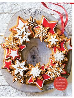 christmas baking Create the perfect Christmas centrepiece with this delicious edible wreath made up of crunchy spiced biscuits, beautifully decorated with gorgeous red and white iced stars. Xmas Food, Christmas Sweets, Christmas Cooking, Christmas Gingerbread, Noel Christmas, Christmas Goodies, Christmas Wreaths, Christmas Crafts, Tesco Christmas