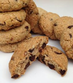 Cookies dce avena y chocolate Cooking Cookies, No Bake Cookies, Yummy Cookies, Oats Recipes, Dessert Recipes, My Dessert, Healthy Treats, Chocolate Desserts, Cooking Time