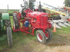 FARMALL H W/Mounted 2-Row Planter