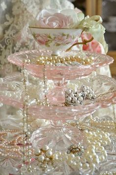 Oh my gosh! I could make this with the vintage pink plates I have! http://jenneliserose.blogspot.com/