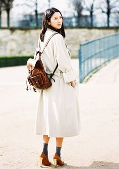 Give your ensemble a collegiate vibe and pair a trench coat with a leather backpack and ankle socks. // #OutfitIdeas