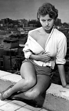 Actress Sophia Loren x Celebrity Photo Print. Sophia Loren Style, Sophia Loren Images, Divas, Brigitte Bardot, Classic Hollywood, Old Hollywood, Carlo Ponti, Cinema Tv, Actrices Hollywood