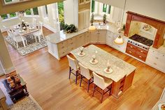 Wow this kitchen keeps going around the corner. Tons of space, tall ceilings. Lots of counter space.