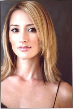 Bree Nicole Turner is an American actress from Palo Alto, California. She is known for her role as Rosalee Calvert on the NBC TV series Grimm. Bree Turner, Cut And Style, Cut And Color, Rosalee Calvert, Grimm Tv Show, Minnie Driver, Beautiful People, Beautiful Women, Thing 1