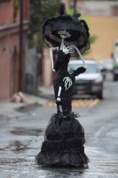 La Catrina de negro. Outfit inspiration.