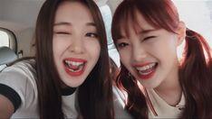 yves and chuu — loona Kpop Girl Groups, Korean Girl Groups, Kpop Girls, I Love Girls, Mean Girls, Sooyoung, K Pop, Chuu Loona, Kpop Girl Bands