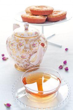 tea & apricot teacakes
