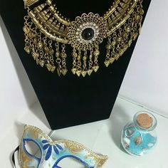 💖💖💖Vintage gold plated necklace 💖💖💖 Gold vintage dangling charms that will knock anyone's socks off! Beautiful and timeless Jewelry Necklaces