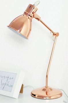 Blogger Arbeitsplatz, Schreibtisch, workplace, IKEA, Eames Style Stuhl, iMac, Apple, Schreibtischlampe roségold