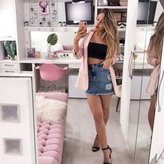 Look saia jeans curta, top preto, blazer alongado rosa claro e sandália preta de tiras. look joana paladini Blazer Outfits, Blazer Fashion, Denim Outfit, Fashion Outfits, Fashion Top, Tumblr Outfits, Trendy Outfits, Cool Outfits, Look Blazer