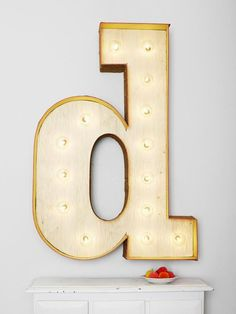 Step-by-step instructions on making this #DIY marquee letter sign.
