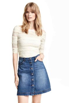 Welcome to H&M, we offer fashion and quality clothing at the best price in a sustainable way. Become a H&M club member for free delivery and returns. Jupe Crayon Denim, Denim Pencil Skirt, Denim Skirt, Skirt Fashion, New Fashion, Fashion Online, Fashion Outfits, Fashion Trends, Shopping