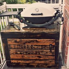 Project: Custom BBQ Stand made from Reclaimed Pallet Wood by Bread&Butter Designs Webber Grill Table, Webber Bbq, Kreg Jig Projects, Wood Projects, Table Top Bbq, Cool Things To Build, Grill Stand, Wood Pallets, Pallet Wood