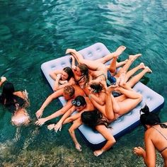 If this isn't summer goals I don't know what is! Because I love hanging out with my friends on those long summer days! Summer Goals, Summer Of Love, Summer Sun, Best Friend Goals, Best Friends, Good Vibe, Foto Pose, Friend Photos, Friend Pictures