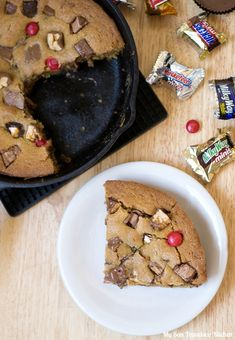 A recipe for leftover Halloween candy skillet cookie. A great way to use up extra Halloween candy.