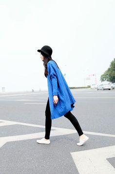 street style,black skinny jeans, blue oversized coat + chapeau cloche