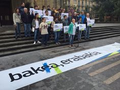 Bakea, erabakia manifestazioaren aldeko kartelzpeña.