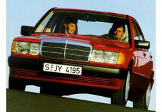 Photo Avant gauche de Mercedes 190-SERIES 190 E 2.6 . Cette image est celle d'une voiture de l'année 1992, moteur Essence.