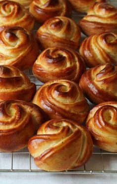 Milk Bread Recipe, Bread Shaping, Homemade Dinner Rolls, Norwegian Food, Sweet Bakery, Bread And Pastries, No Bake Treats, Snacks, Dessert Recipes