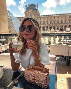 com - women trends Valentino Bags, Moda Instagram, Foto Pose, Celebrity Look, Fashion Outfits, Womens Fashion, Fashion Fashion, Fashion Trends, Feminine Fashion