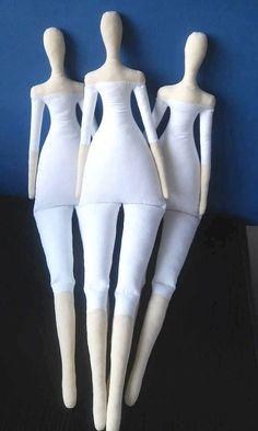 CUERPO de la muñeca Tilda es de 25 pulgadas (65 cm) de altura.  Cuerpo de la muñeca Tilda es de lino y algodón blanco y se llenó de fiberfill del