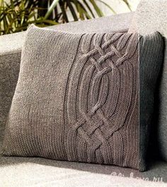 Серая подушка с косами вязаная спицами | Блог elisheva.ru