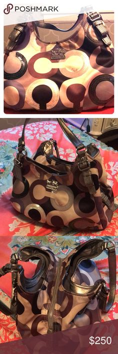 Limited addition Coach Purse Beautiful hardly used fav. Just in time for Christmas! Pick up locally in metro! 250$ Coach Bags Shoulder Bags