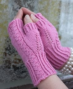 Roosa Ruusu - free fingerless mitts knit pattern. These romantic mitts are great when you only have one ball of that luxorious yarn… I love the pattern on the thumbs