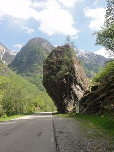 Prato Sornico - Sasso del Diavolo   der Teufelsstein   the Devil's Stone #Vallemaggia #Tessin #Ticino