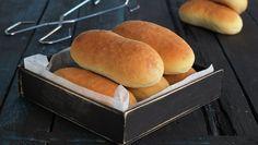 Fine pølsebrød Hot Dog Buns, Hot Dogs, Living Cheaply, Food Storage Organization, Slow Food, Baguette, Hamburger, Bread, Baking