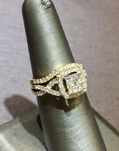 Ladies 14kt Yellow Gold Wedding Set with 1.00ct Total Diamond Weight! Priced at $2,650