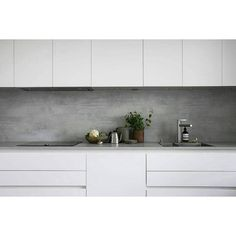 microcement backsplash. We ship our high-quality Z Counterform microcement anywhere in Europe. ・・・ #granyanser #zcounterform #diy #microcement #microtopping #mikrosementti #mikrosement #backsplash #välitila #kitchen #keittiö #kök #design #interior #minimalism #minimalist #interior4all #finahem #nordiskhjem #whitehome #witwonen #sfs #repost #gofollow