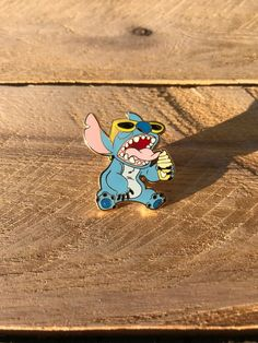 Stitch enjoying a yummy dole whip! This cute pin is perfect to rock around the parks! Perfect for bags, jackets, lanyard, pin boards, etc. Item description: This is a 1 1/8 Cloisonne (hard enamel) gold plating *All pins come with standard military clutch back