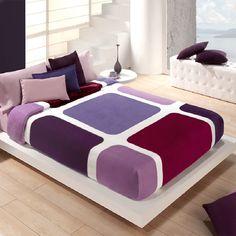 MANTA VIP 551  Manta modelo Vip 551 de Manterol. Esta manta está disponible en varios tamaños. La manta se caracteriza por tener una gran durabilidad. La composición de la manta es de 100% poliéster. Esta manta, gracias a su diseño y a sus colores, le da a su hogar un toque distintivo de elegancia y gran confort. El tacto de la manta es extremadamente suave. Bedroom Furniture Design, Home Decor Bedroom, Diy Home Decor, Designer Bed Sheets, Cushion Cover Designs, Dream House Interior, Room Colors, Bed Covers, Bed Design