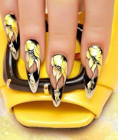 Pointy mani with nail art