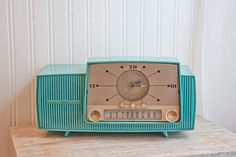 1950s Vintage Clock Radio Turquoise General Electric GE retro Atomic kitsch home decor mad men. $90.00, via Etsy.