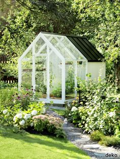 30 beautiful backyard garden design with small greenhouse ideas