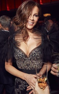 Kate Beckinsale an der Vanity Fair-Oscar-Party 2017 Kate Beckinsale Hot, Underworld Kate Beckinsale, Kate Beckinsale Pictures, Beautiful Celebrities, Beautiful Actresses, Gorgeous Women, Beautiful People, Absolutely Gorgeous, English Actresses