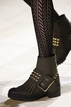 The best designer shoes and shoe trends from the Autumn/Winter 2016-17 fashion collections so far. Browse our gallery of catwalk inspiration and new season shoe styles.  Burberry