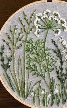 sticken #terrassenideen #gestaltung #gartenideen #gartendesign Embroidery Flowers Pattern, Simple Embroidery, Embroidery Hoop Art, Hand Embroidery Designs, Ribbon Embroidery, Embroidered Flowers, Embroidery Ideas, Japanese Embroidery, Embroidery Tattoo