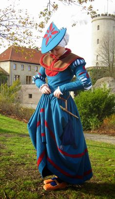 The white feather looks like a chunk has been taken out of the hat. I now want to make a hat that looks like a cookie with a bite out. Renaissance Mode, Renaissance Fair Costume, Medieval Costume, Renaissance Fashion, Renaissance Clothing, Medieval Dress, Historical Costume, Historical Clothing, German Costume