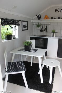 Cutest Ikea Hack: Duktig Play Kitchen - Hither and Thither Playhouse Decor, Playhouse Interior, Build A Playhouse, Playhouse Outdoor, Kids Cubby Houses, Play Houses, Ikea Duktig, Wendy House, Kids Outdoor Play