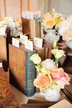 Vintage Wedding Ideas with books - Wedding photography Innocenti Studio Florence