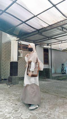 Casual Hijab Outfit, Ootd Hijab, Girl Hijab, Hijab Fashion Inspiration, Style Inspiration, Vintage Dresses, Vintage Outfits, Dress Outfits, Fashion Outfits
