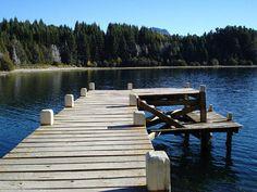 Muelle de madera en Isla Victoria, Argentina (Photo credit: cgraphics2020).