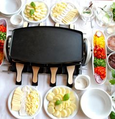 10 Favorite types of cheese for a raclette party! Hosting a raclette party can be very successful if you know what type of cheese is good for melting on the raclette grill. Cheese is the main ingredient for a raclette party. No matter what kinds … Raclette Party, Fondue Raclette, Raclette Recipes, Fondue Party, Grilling Recipes, Cooking Recipes, Raclette Ideas Dinner Parties, Raclette Cheese, Gastronomia