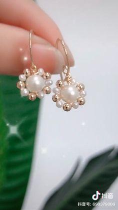 Wire Jewelry Designs, Handmade Wire Jewelry, Diy Crafts Jewelry, Bracelet Crafts, Jewelry Patterns, Ear Jewelry, Bead Jewellery, Beaded Jewelry, Beaded Bracelets